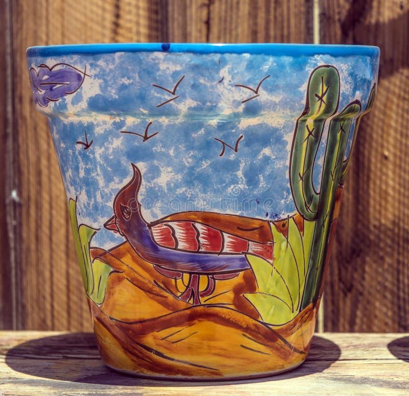 有明亮的图画的陶瓷罐 免版税库存照片
