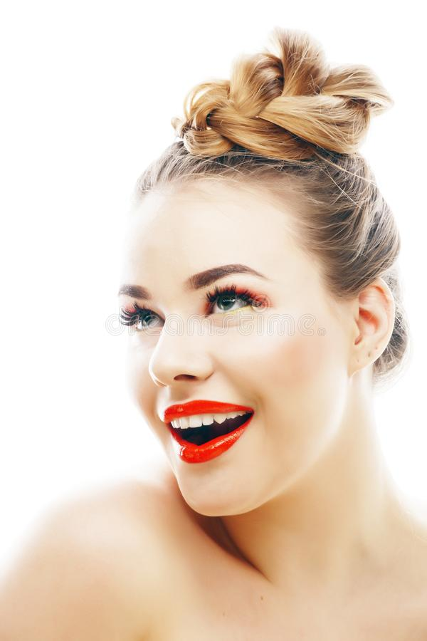 有明亮的年轻白肤金发的妇女在白色提出微笑的观点打手势情感被隔绝象玩偶鞭子,真正 免版税库存照片