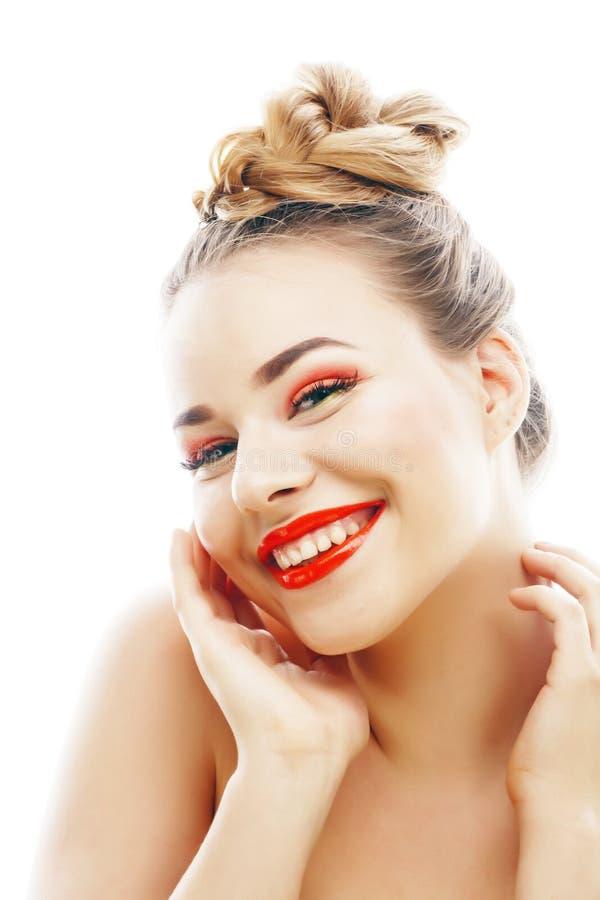 有明亮的年轻白肤金发的妇女在白色提出微笑的观点打手势情感被隔绝象玩偶鞭子,真正 免版税库存图片