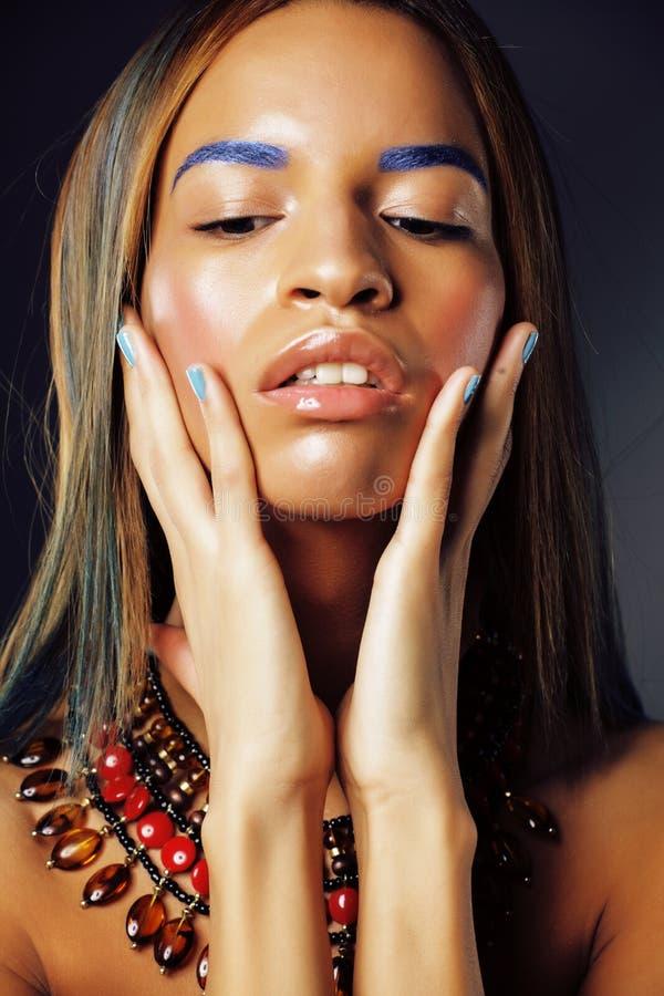 有明亮的时尚的ma年轻人相当现代非裔美国人的女孩 库存图片