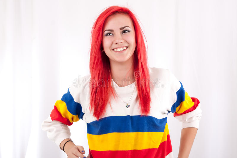 有明亮的红色头发的女孩 库存图片