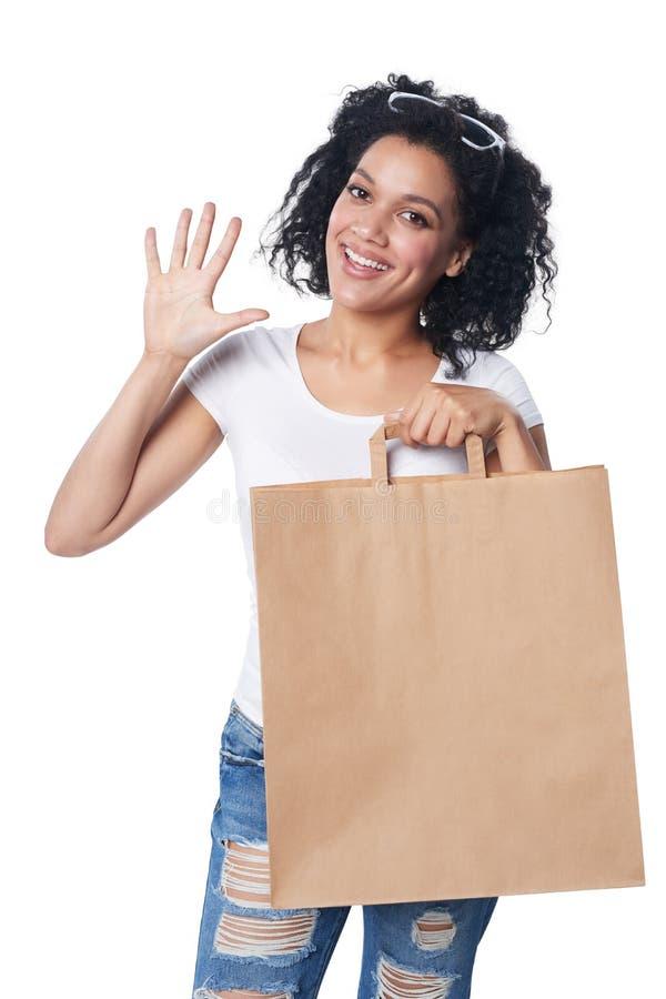 有显示五个手指的购物袋的妇女 库存照片
