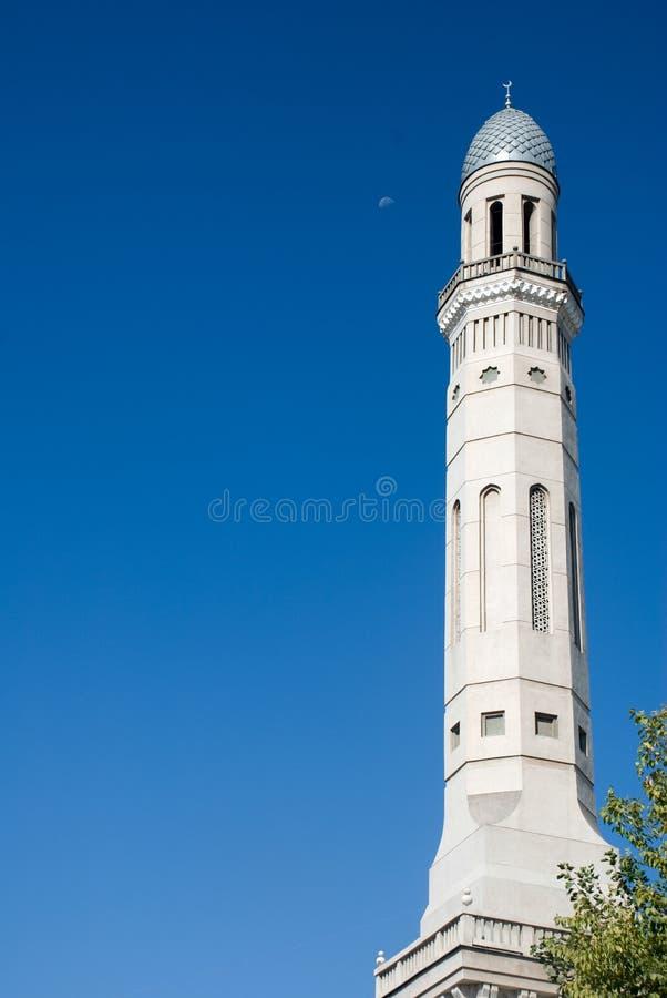 有月亮的塔什干乌兹别克斯坦尖塔 库存图片