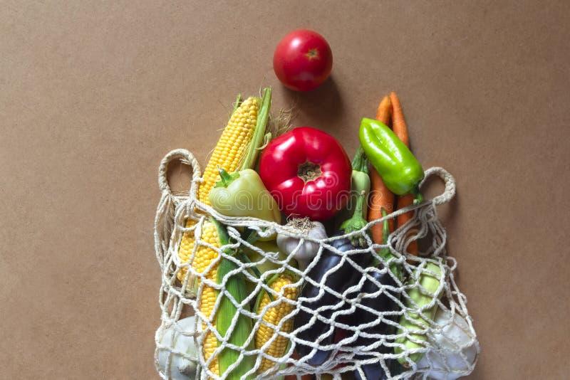 有有机蔬菜的Eco友好的滤网购物带来 r 零的废物,塑料自由概念 r 图库摄影