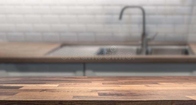 有木台式的厨房产品显示蒙太奇的 库存照片
