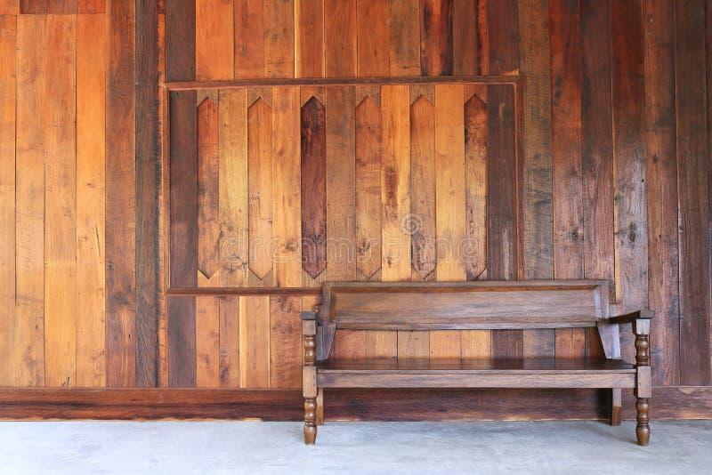 有木墙壁的内部室 免版税库存照片