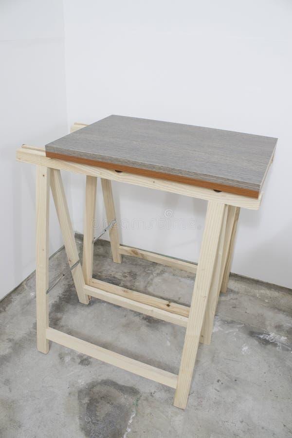 有木委员会的木匠木画架 免版税库存图片