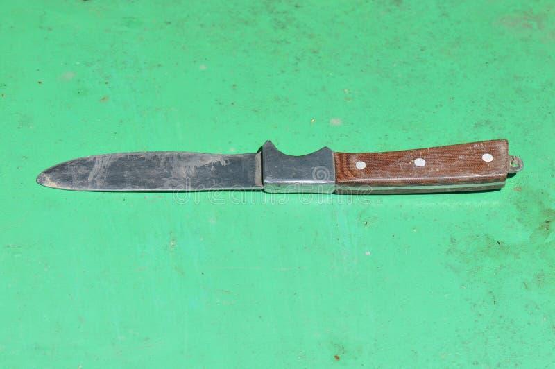 有木把柄的一把老刀子 库存照片