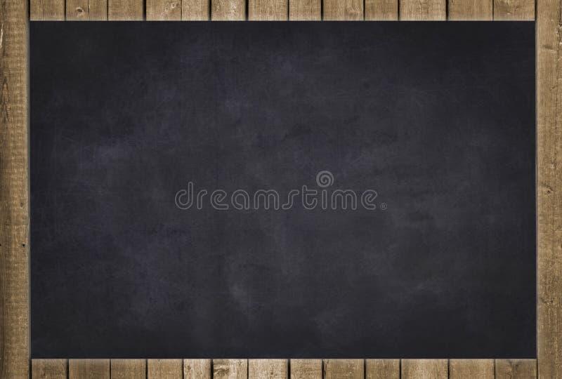 有木框架的空的黑黑板 免版税库存照片