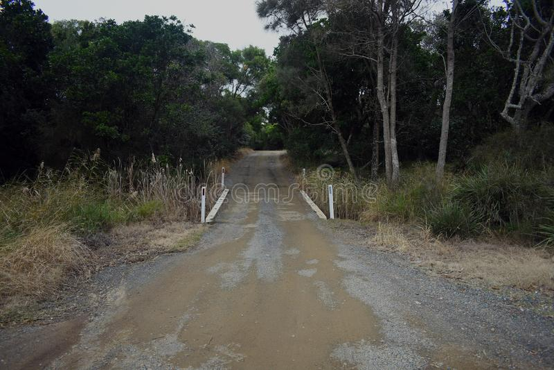 有木桥的单行道农村路 库存图片
