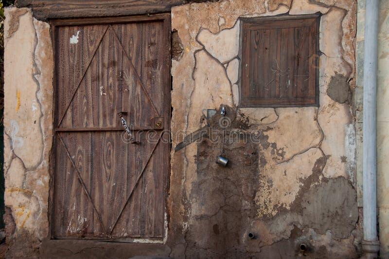 有木门的,沙特阿拉伯老房子 免版税库存照片