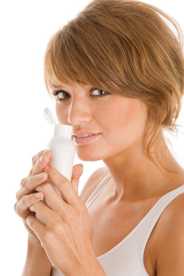 有机体化妆水的妇女 免版税库存图片