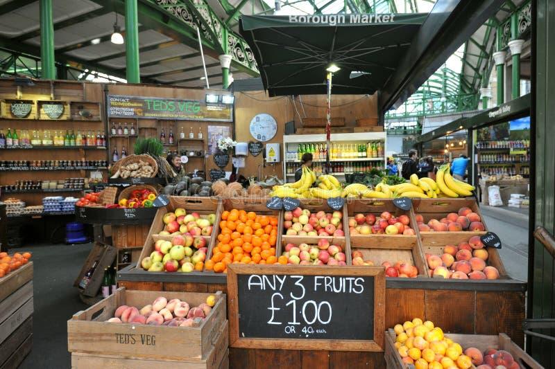 有机果子在自治市镇市场上在伦敦,英国 免版税库存照片