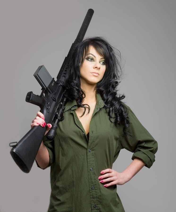 有机枪的性感的女孩 免版税图库摄影