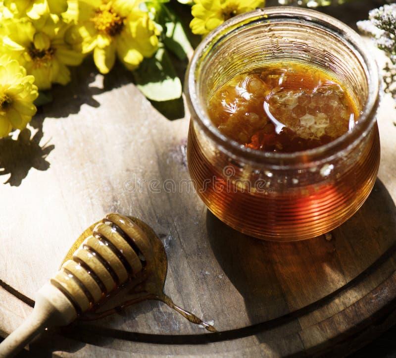 有机蜂蜜食物摄影食谱想法 免版税库存照片