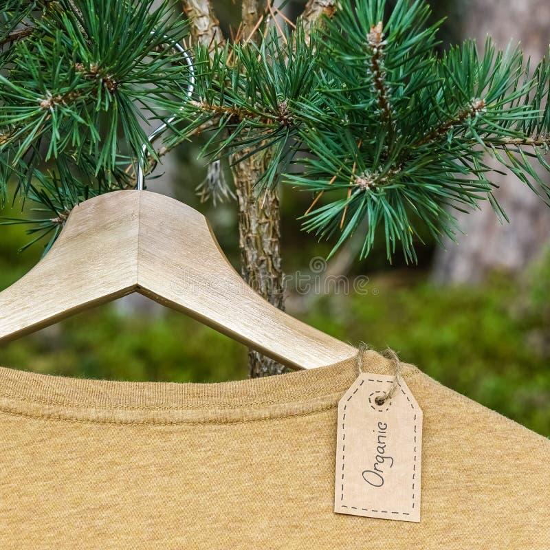 有机衣裳 自然色的T恤杉 图库摄影
