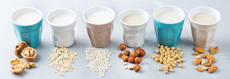 有机非素食主义者日志牛奶的分类 免版税库存照片