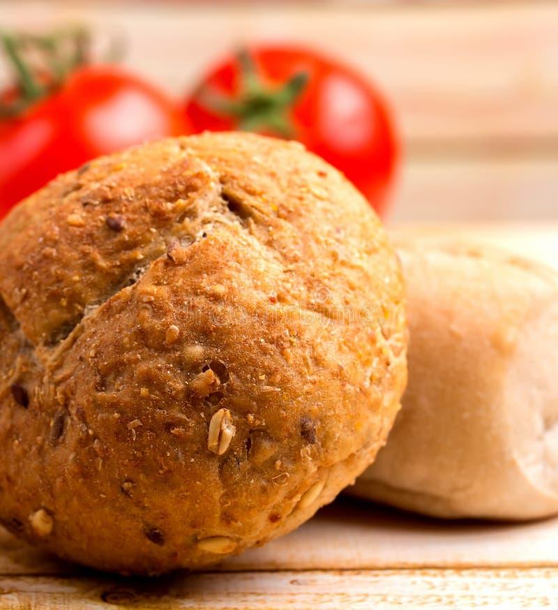 有机面包代表粮食和面包店 免版税库存照片