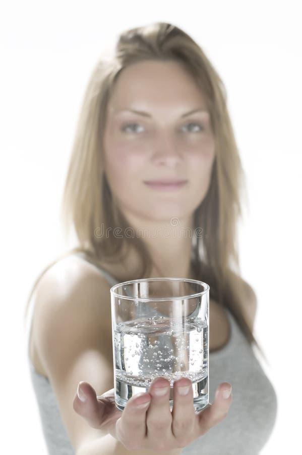 有杯的妇女水 免版税库存图片