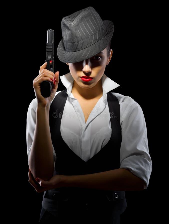 有枪的危险少妇 免版税库存图片