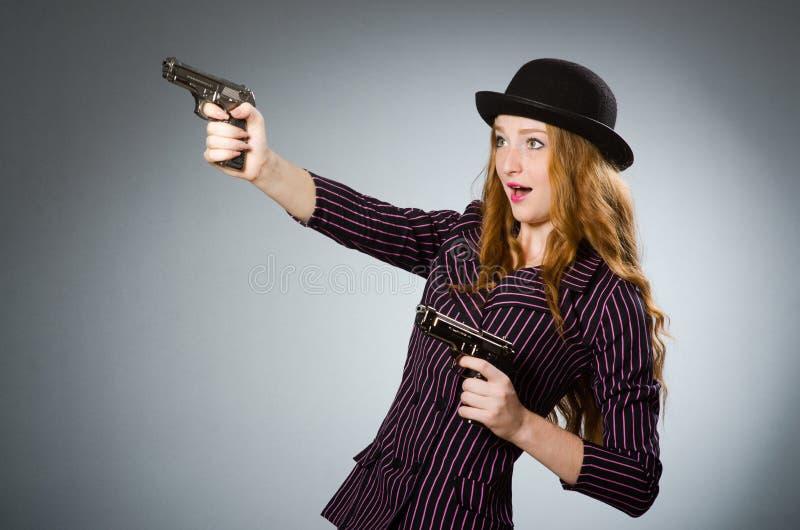 有枪的妇女匪徒 免版税库存图片