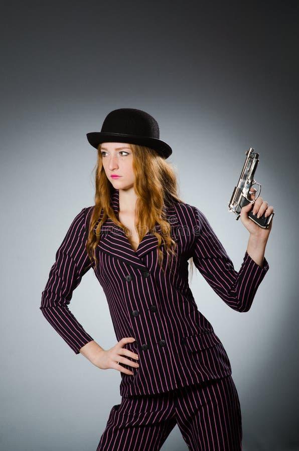 有枪的妇女匪徒 免版税库存照片
