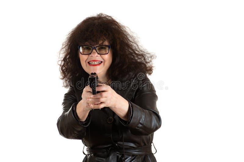 有枪的成熟妇女在手中 免版税库存照片