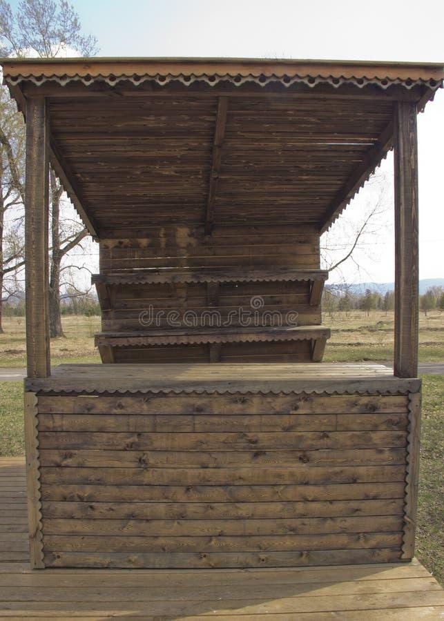 有架子的木商店 库存照片