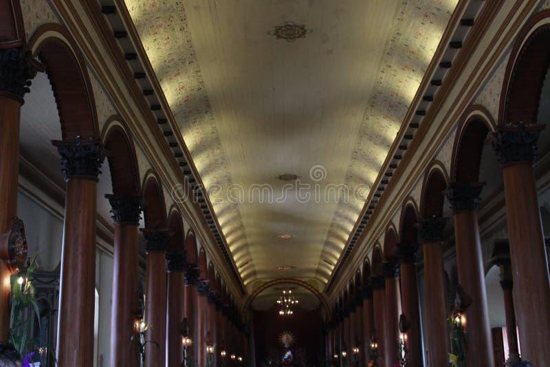 有柔光的里面殖民地教会 图库摄影