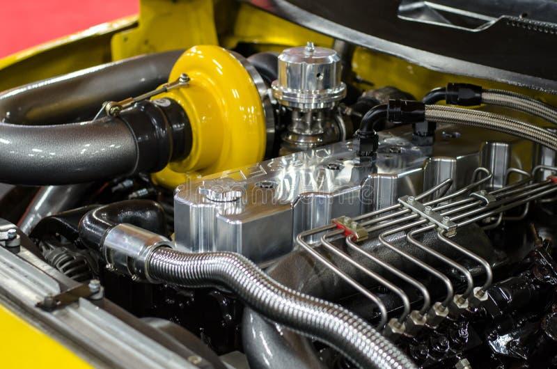 有柴油引擎和涡轮的习惯种族卡车 免版税库存照片