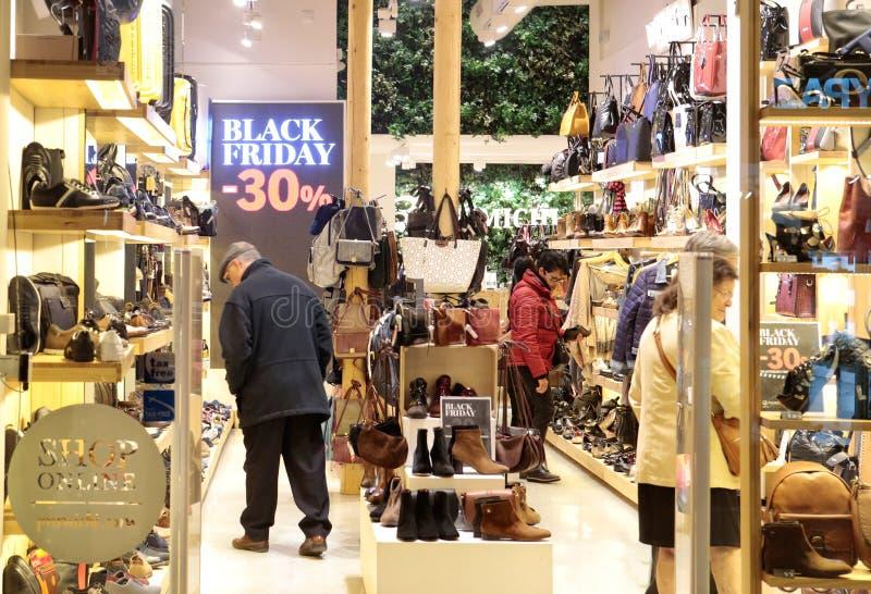 有标志的黑星期五商店在感恩期间 免版税库存图片