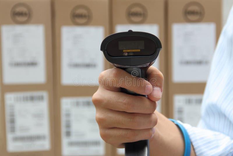 有标签的条形码标签扫描程序 免版税库存图片