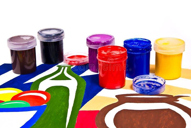 有树胶水彩画颜料油漆的艺术性的绘画的瓶和刷子 库存照片