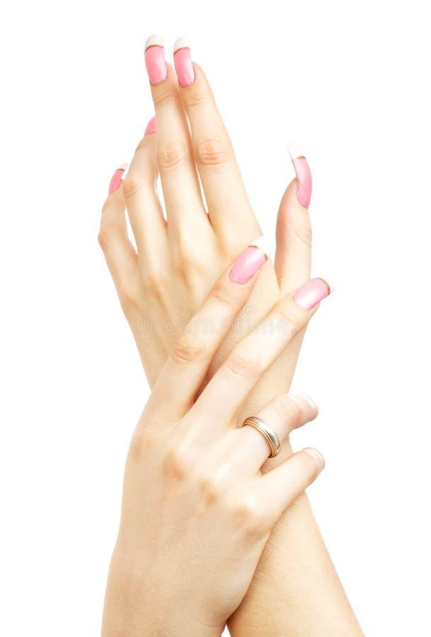 有桃红色丙烯酸酯的钉子的两只手 免版税库存照片
