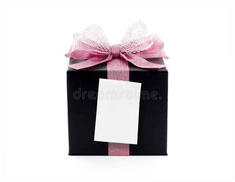 有桃红色丝带和空白的稠粘的笔记的黑礼物盒 库存照片