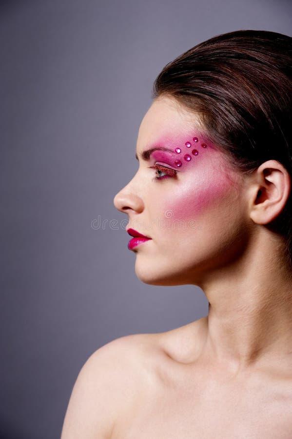 有桃红色的美丽的妇女组成外形射击 免版税图库摄影