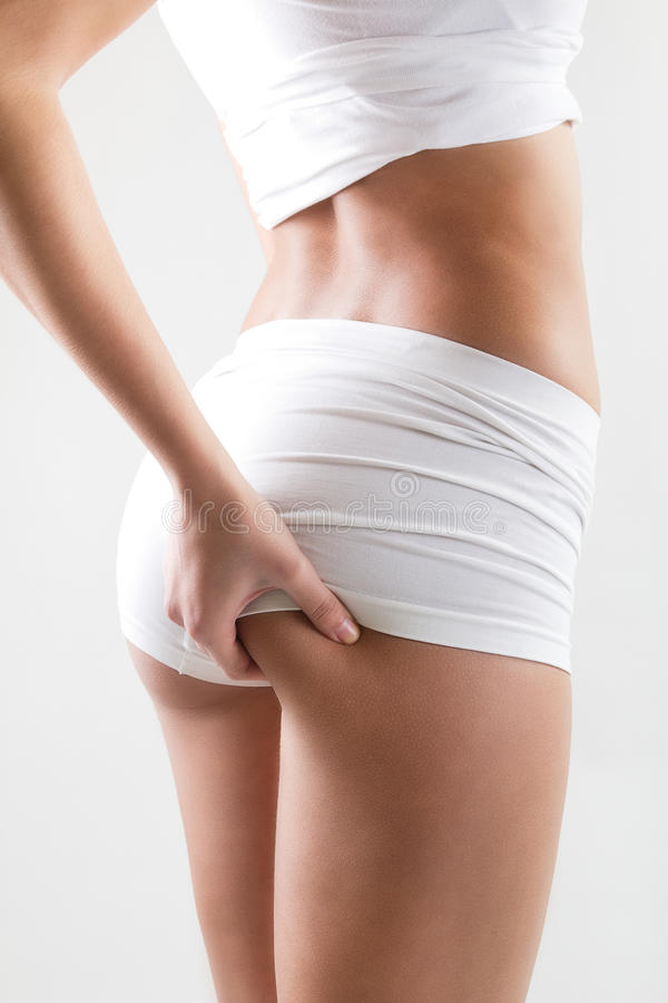 有检查在她的屁股的完善的身体的可爱的妇女脂肪团 免版税库存图片