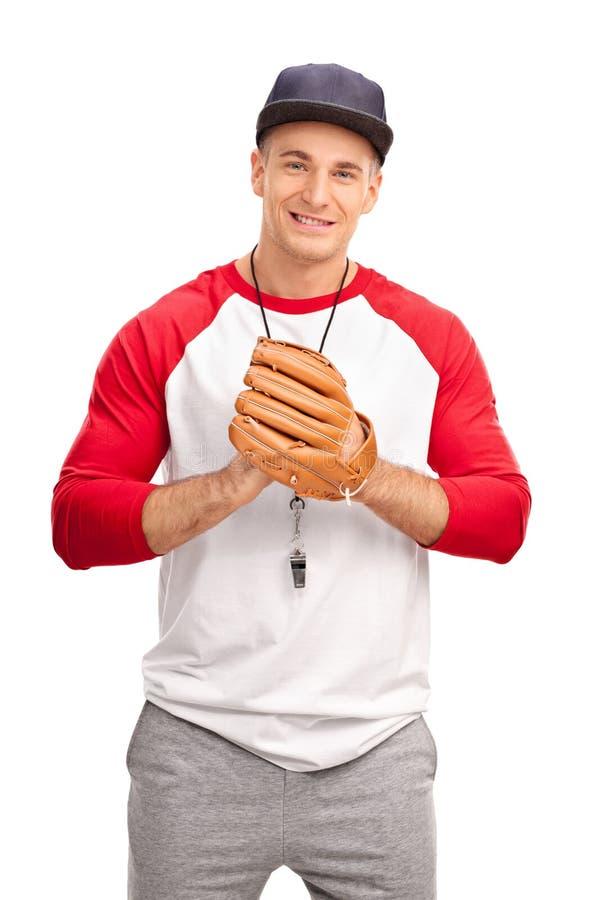 有棒球手套的年轻教练 免版税库存图片