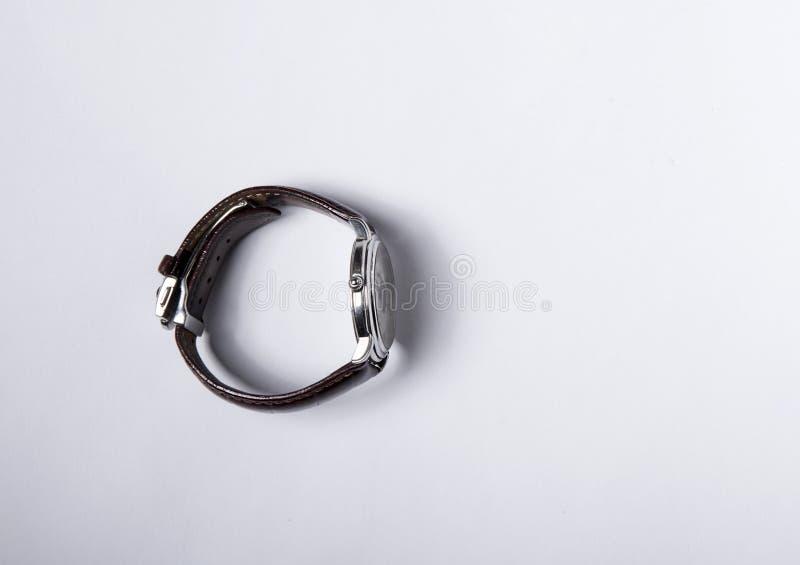 有棕色皮带的瑞士手表 库存图片