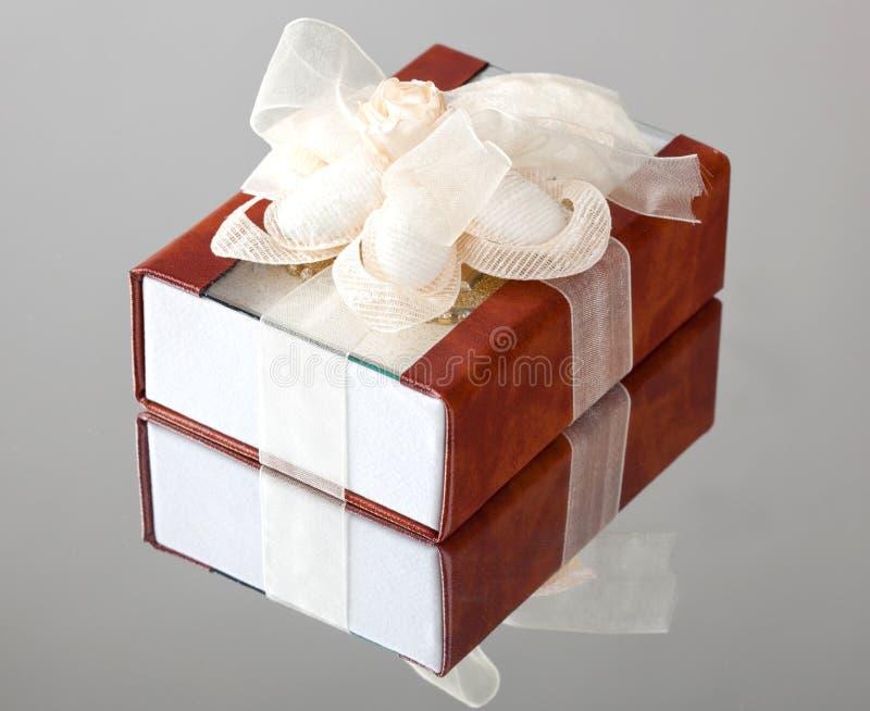 有棕色盖子的礼物盒 免版税图库摄影