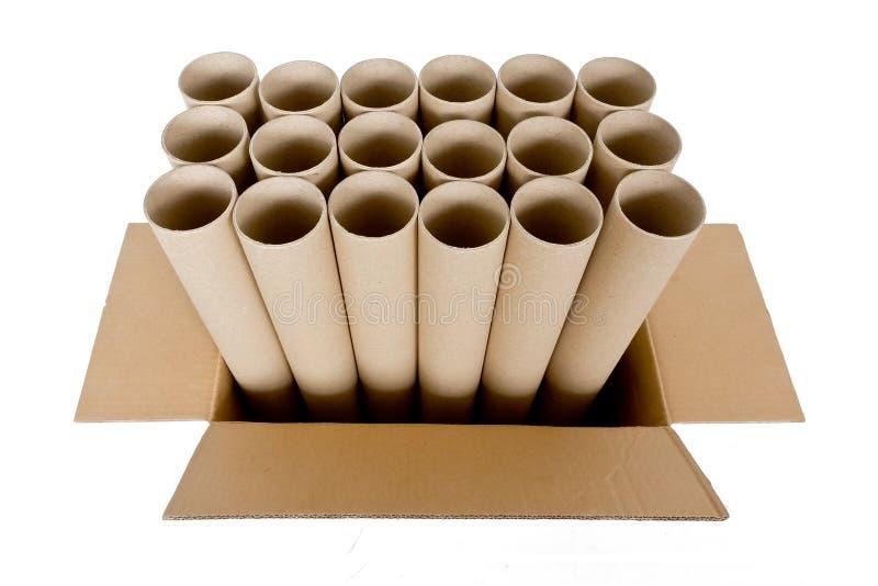 有棕色纸盒箱子的圆筒纸管,隔绝在白色 库存图片