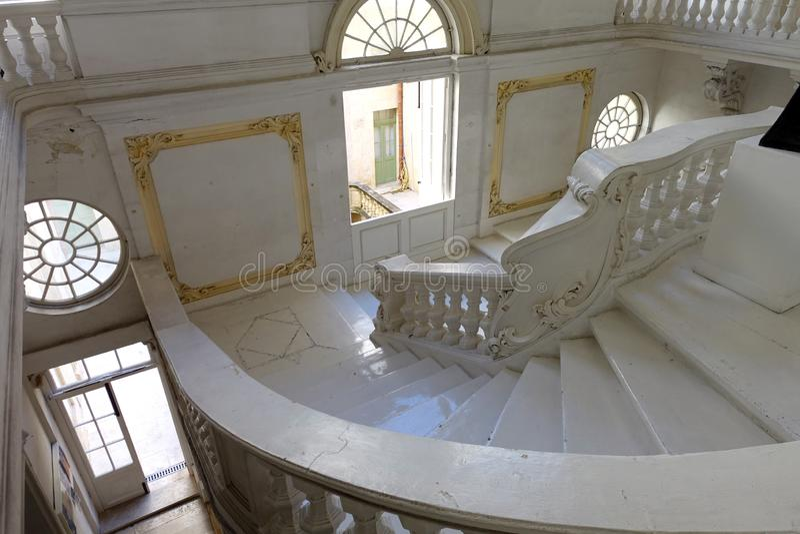 有楼梯的全国波士顿美术馆在瓦莱塔,马耳他 免版税库存照片