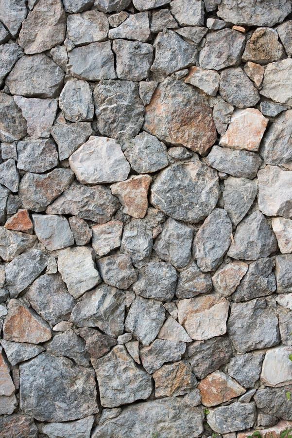 有概略的纹理的岩石装饰的墙壁 免版税库存图片