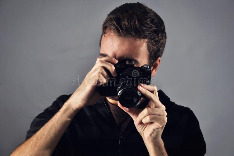 拍一部日本成人片需要几个摄影师在场_图片 包括有 人们, 专业人员, 透镜, 职业, 偶然, 照相机, 成人 - 46