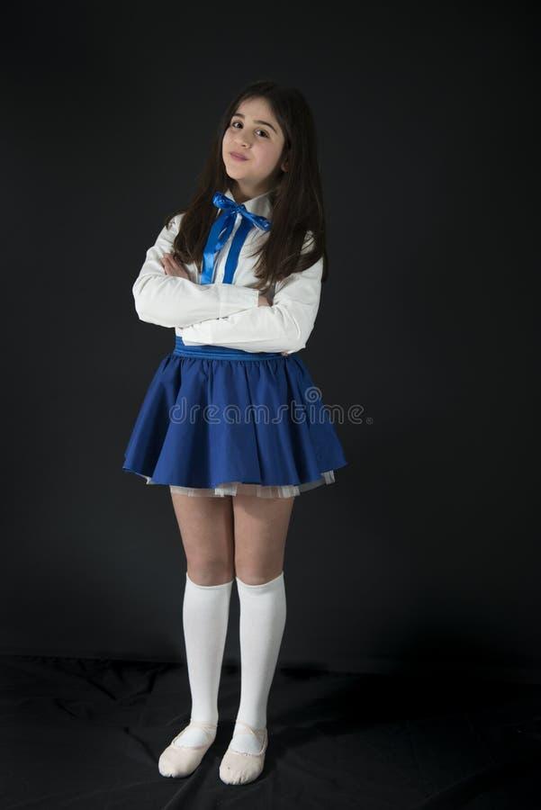 有横渡的胳膊的年轻舞蹈家 图库摄影