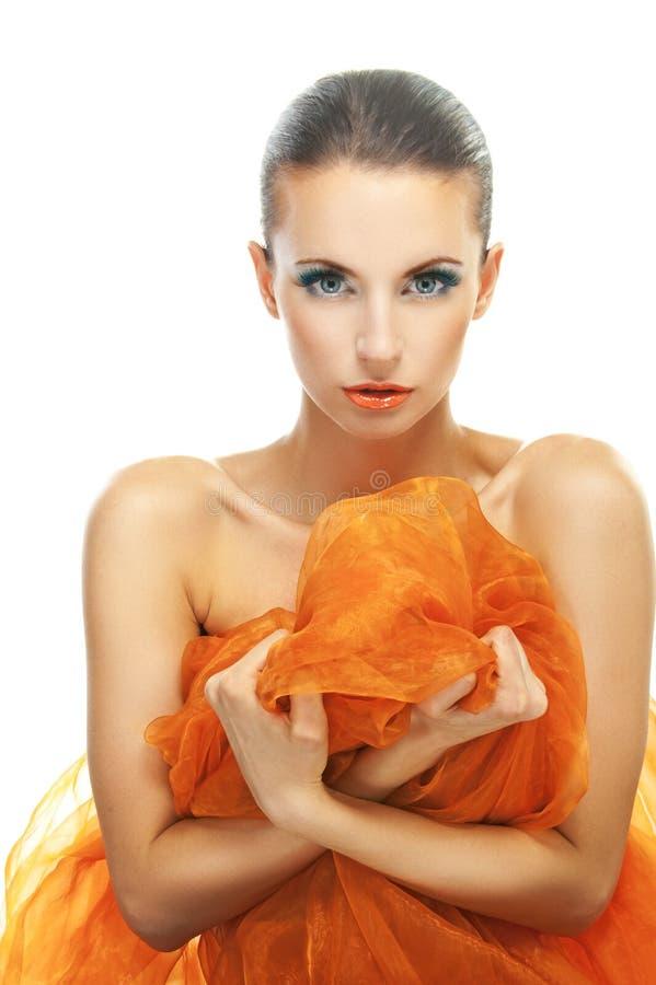 有橙色披肩的少妇 免版税图库摄影