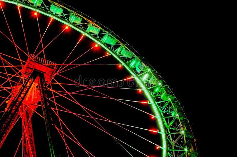 有欢乐绿色和红色照明的大弗累斯大转轮 免版税图库摄影
