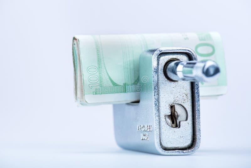有欧洲钞票的Deadbolt 免版税库存照片