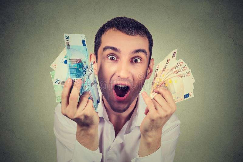 有欲死欲仙金钱欧洲的钞票的愉快的人庆祝成功 库存图片