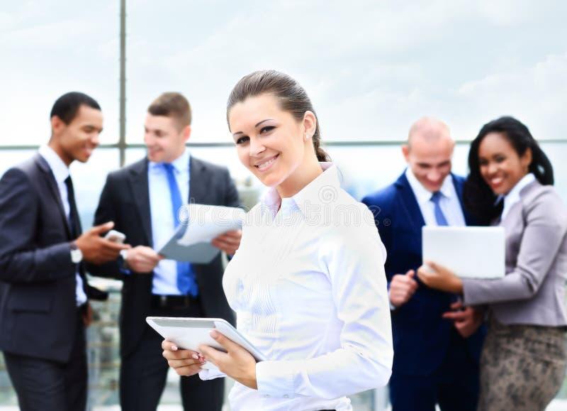 有正面神色的企业夫人和快乐 免版税库存照片